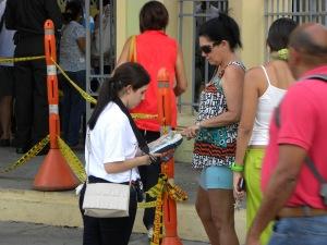 A las afueras de los centros de votación de Cartagena, se activó el plan Infovotantes para promover la identificación biométrica.